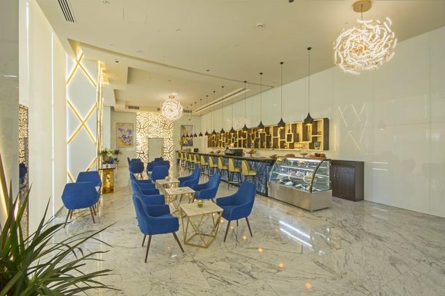 Bên trong khách sạn sang chảnh cao và đắt nhất thế giới - Ảnh 4.