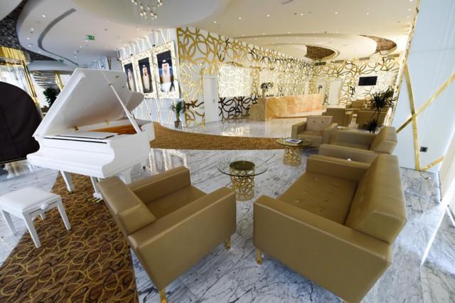 Bên trong khách sạn sang chảnh cao và đắt nhất thế giới - Ảnh 7.