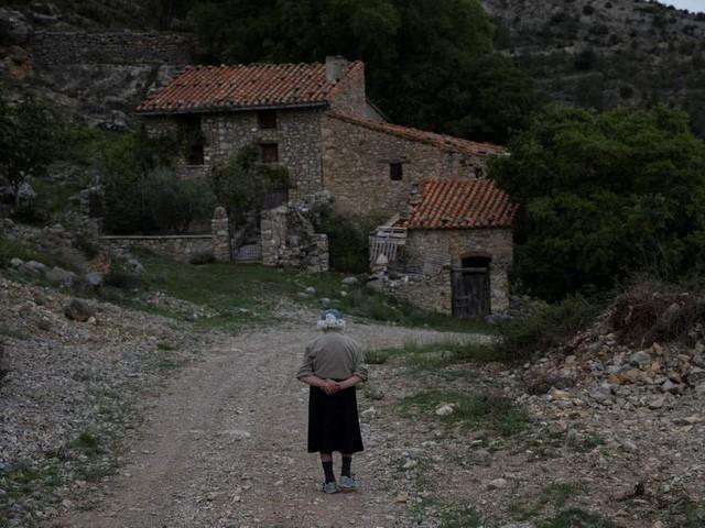 Cuộc sống lặng lẽ khó tin trong ngôi làng chỉ có… hai cư dân - Ảnh 1.