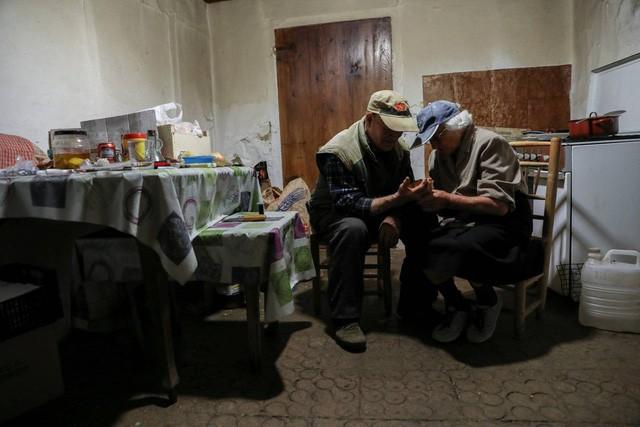 Cuộc sống lặng lẽ khó tin trong ngôi làng chỉ có… hai cư dân - Ảnh 13.