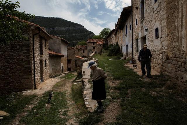 Cuộc sống lặng lẽ khó tin trong ngôi làng chỉ có… hai cư dân - Ảnh 7.