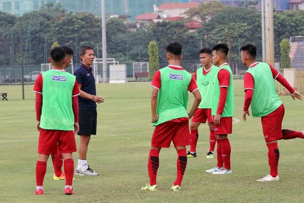 U19 Việt Nam giao hữu với U19 Trung Quốc trước thềm VCK U19 châu Á 2018 - Ảnh 1.