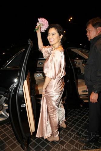 Lâm Thanh Hà ly hôn ở tuổi 63, nhận 350 triệu USD - Ảnh 1.