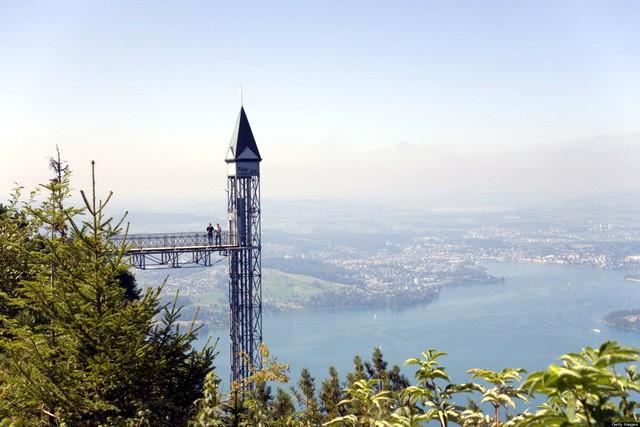 """Cả """"thiên đường"""" lọt vào tầm mắt trên chiếc thang máy ngoài trời cao nhất châu Âu - Ảnh 2."""