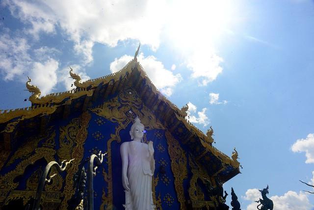 Mê mẩn trước ngôi đền xanh biếc, trăm năm tuổi - Ảnh 2.