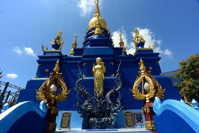 Mê mẩn trước ngôi đền xanh biếc, trăm năm tuổi - Ảnh 3.