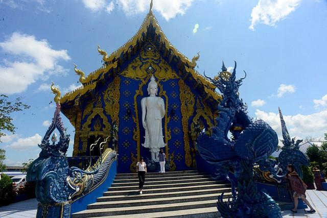 Mê mẩn trước ngôi đền xanh biếc, trăm năm tuổi - Ảnh 4.