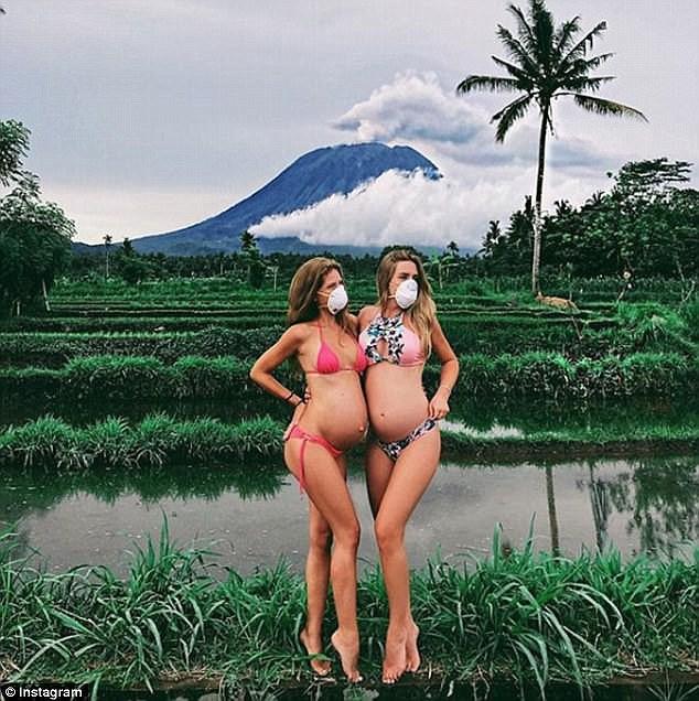 Du khách bị cấm mặc bikini tại các điểm du lịch linh thiêng ở Bali - Ảnh 1.