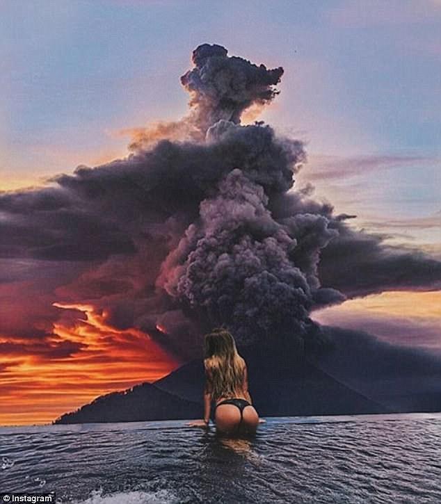 Du khách bị cấm mặc bikini tại các điểm du lịch linh thiêng ở Bali - Ảnh 3.