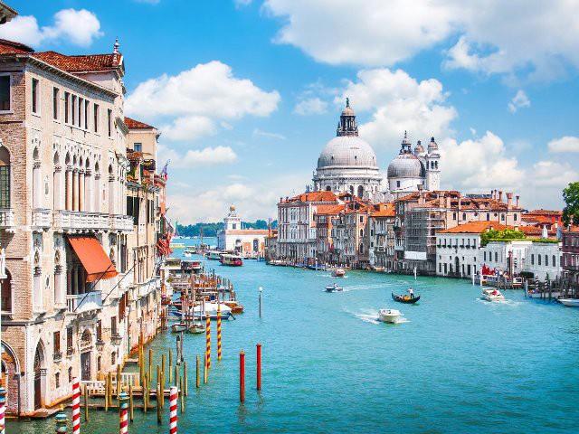 Top 15 thành phố nhìn ra biển đẹp nhất thế giới - Ảnh 12.