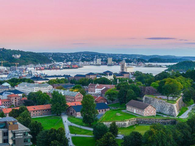 Top 15 thành phố nhìn ra biển đẹp nhất thế giới - Ảnh 13.