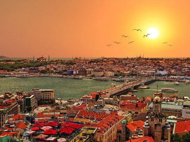 Top 15 thành phố nhìn ra biển đẹp nhất thế giới - Ảnh 9.