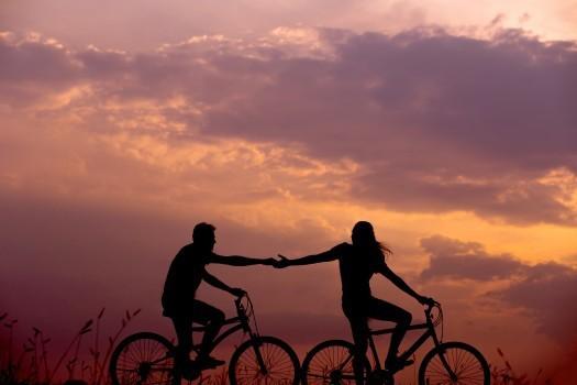 Những điều bạn cần tránh để không làm mòn mối quan hệ tình cảm - Ảnh 1.