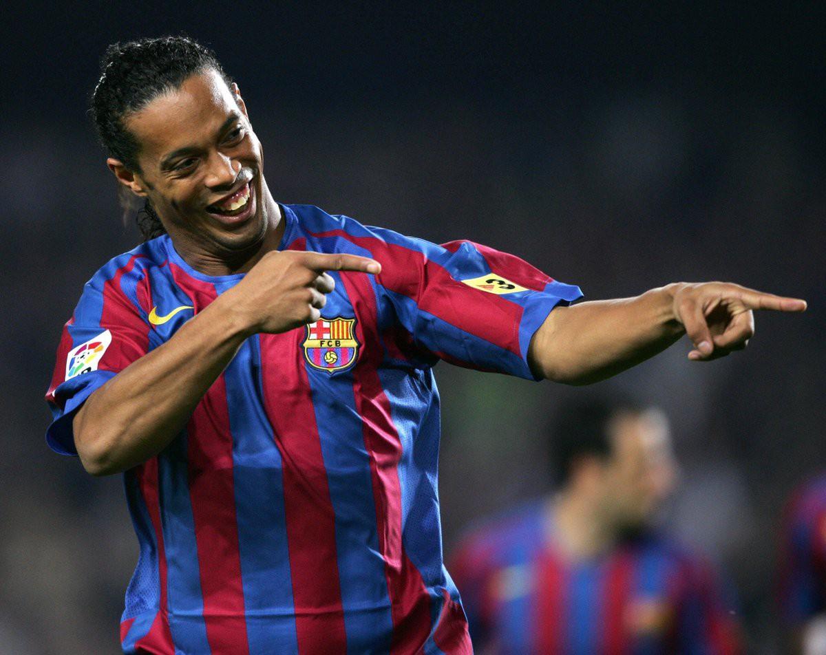 Bóng đá là hành trình thỏa niềm vui: Thế giới từng có một Ronaldinho như thế - Ảnh 13.