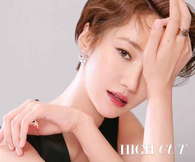 Park Shin Hye giản dị khó tin, Go Joon Hee sang chảnh hết phần - Ảnh 3.