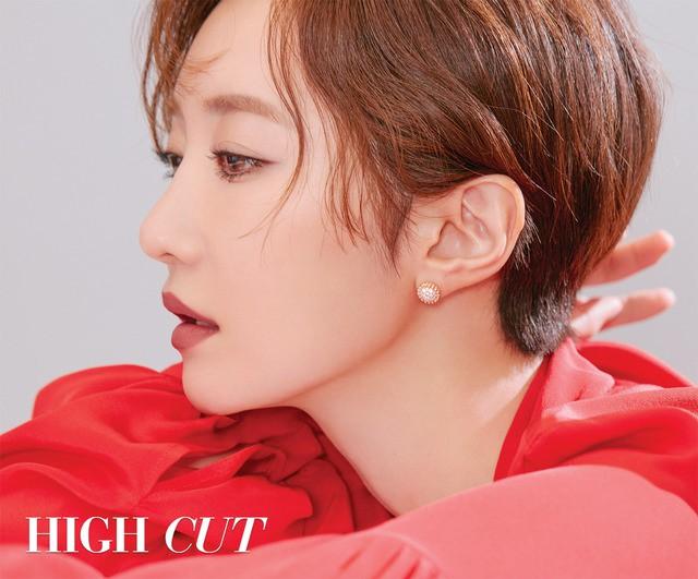 Park Shin Hye giản dị khó tin, Go Joon Hee sang chảnh hết phần - Ảnh 2.