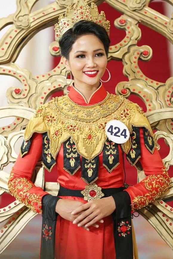 H'Hen Niê và cú lội ngược dòng lên ngôi Hoa hậu Hoàn vũ Việt Nam 2017 - Ảnh 5.