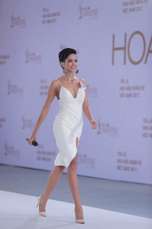 H'Hen Niê và cú lội ngược dòng lên ngôi Hoa hậu Hoàn vũ Việt Nam 2017 - Ảnh 3.