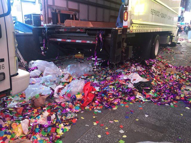 Mỹ: 50 tấn rác thải tại quảng trường Thời Đại sau đêm Giao thừa - Ảnh 4.