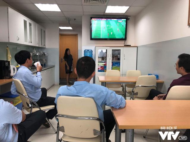 Cả nước sôi sục hướng theo bước chân của U23 Việt Nam - Ảnh 3.