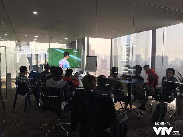 Cả nước sôi sục hướng theo bước chân của U23 Việt Nam - Ảnh 2.