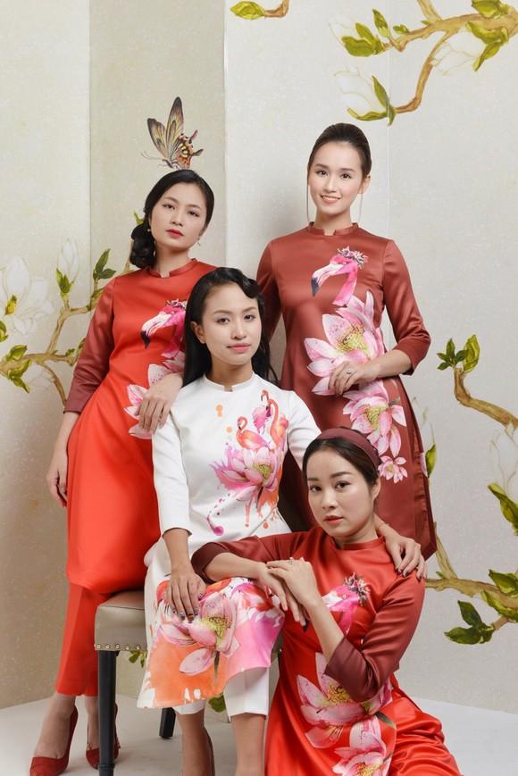 Thanh Vân Hugo cùng hội chị em khoe áo dài đón Tết - Ảnh 1.