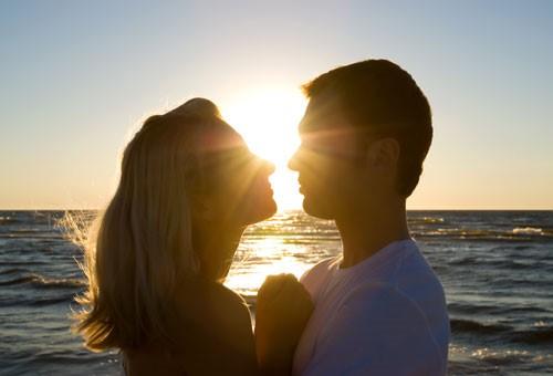 Những điều bạn cần tránh để không làm mòn mối quan hệ tình cảm - Ảnh 2.