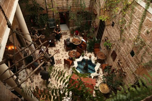 Nhà cổ hàng trăm năm tuổi lột xác thành nhà hàng ở dải Gaza - Ảnh 1.
