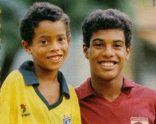 Bóng đá là hành trình thỏa niềm vui: Thế giới từng có một Ronaldinho như thế - Ảnh 3.