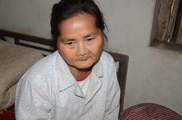 Mẹ gần 90 tuổi lụi cụi chăm 2 con tâm thần trong cảnh đói rét - Ảnh 2.