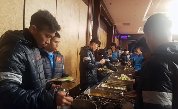 ĐT U23 Việt Nam đã có mặt tại Trung tâm thể thao Kim Sơn – Thượng Hải - Ảnh 1.