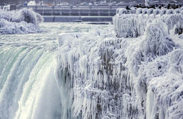 Ngọn thác hùng vĩ nhất thế giới đông cứng trong cái lạnh -67 độ C - Ảnh 2.