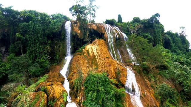 Thác nước cao 120m đẹp đến mê hồn ở xứ Nghệ - Ảnh 1.