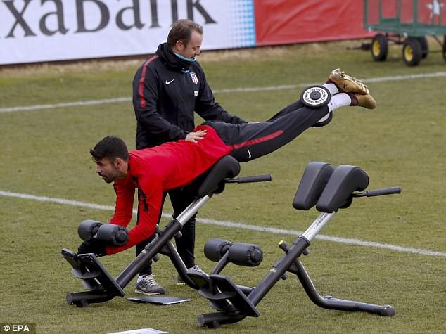 """Diego Costa """"hùng hục"""" tập luyện chờ ngày tái xuất - Ảnh 1."""