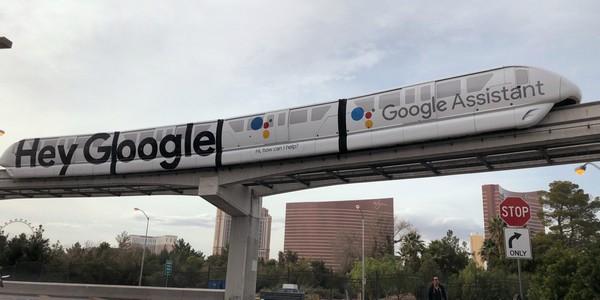 """Triển lãm CES 2018 và """"cuộc chiến ngầm"""" giữa Google với Amazon - Ảnh 1."""