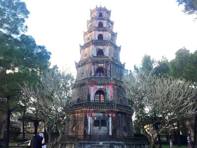 Vẻ đẹp ngôi chùa hơn 400 năm tuổi cổ nhất xứ Huế - Ảnh 1.
