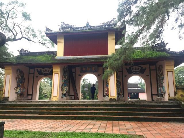 Vẻ đẹp ngôi chùa hơn 400 năm tuổi cổ nhất xứ Huế - Ảnh 2.