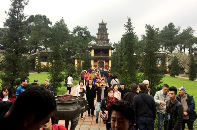 Vẻ đẹp ngôi chùa hơn 400 năm tuổi cổ nhất xứ Huế - Ảnh 12.