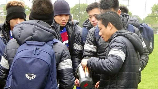 U23 Việt Nam tập buổi đầu tiên tại Trung Quốc - Ảnh 2.