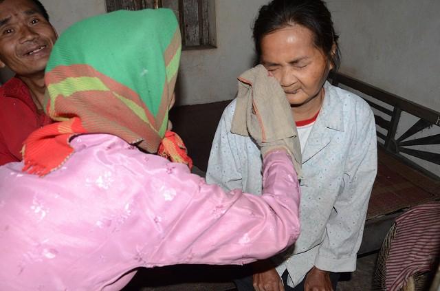 Mẹ gần 90 tuổi lụi cụi chăm 2 con tâm thần trong cảnh đói rét - Ảnh 5.