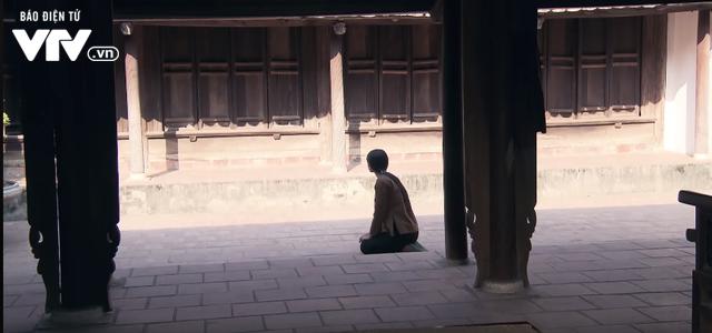 Tập 22 phim Thương nhớ ở ai: Nghĩa đi bộ đội, Hạnh quỳ mọp xin được phụng dưỡng bố mẹ chồng - Ảnh 1.