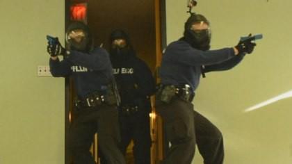 Xả súng vào cảnh sát ở Mỹ, 2 người thiệt mạng - Ảnh 5.
