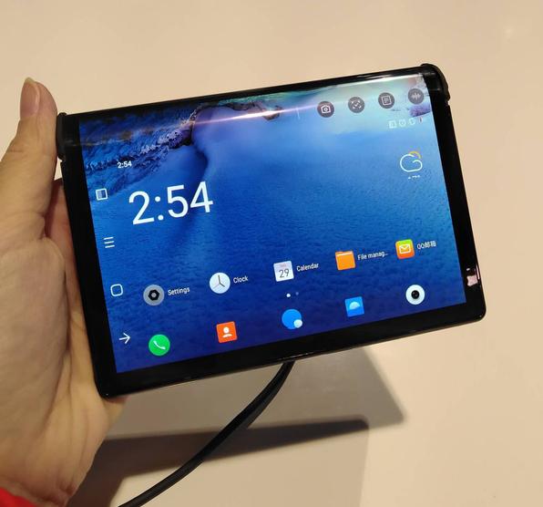 Trên tay smartphone màn hình gập đầu tiên trên thế giới tại CES 2019 - Ảnh 3.