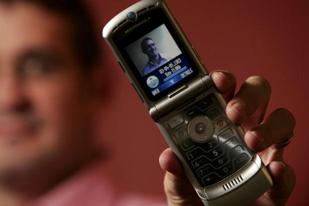 Huyền thoại Motorola RAZR chuẩn bị được hồi sinh! - Ảnh 1.
