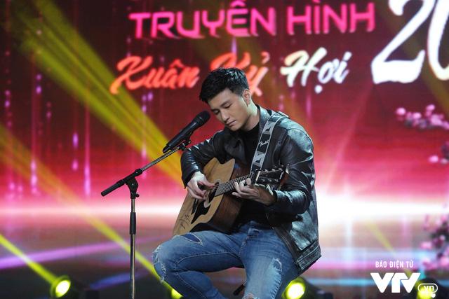 Gặp gỡ diễn viên truyền hình 2019: Huỳnh Anh như lãng tử với cây đàn guitar - Ảnh 1.