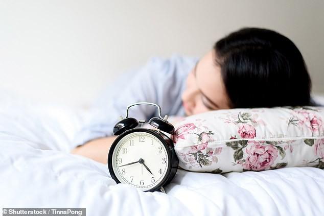 Ngủ quá nhiều gây hại tới sức khỏe con người - Ảnh 1.