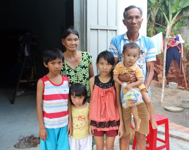 Mẹ mất, cha bỏ đi, 4 con nhỏ sống lay lắt từng ngày - Ảnh 1.