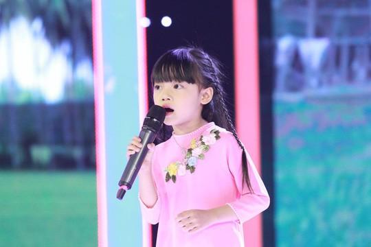 Trấn Thành, Hari Won, Anh Đức, Ngô Kiến Huy thi nhau hát dân ca ở Biệt tài tí hon - Ảnh 1.