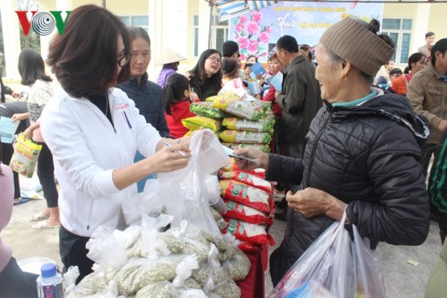 Phiên chợ 0 đồng mang Tết ấm cúng cho người nghèo - Ảnh 3.
