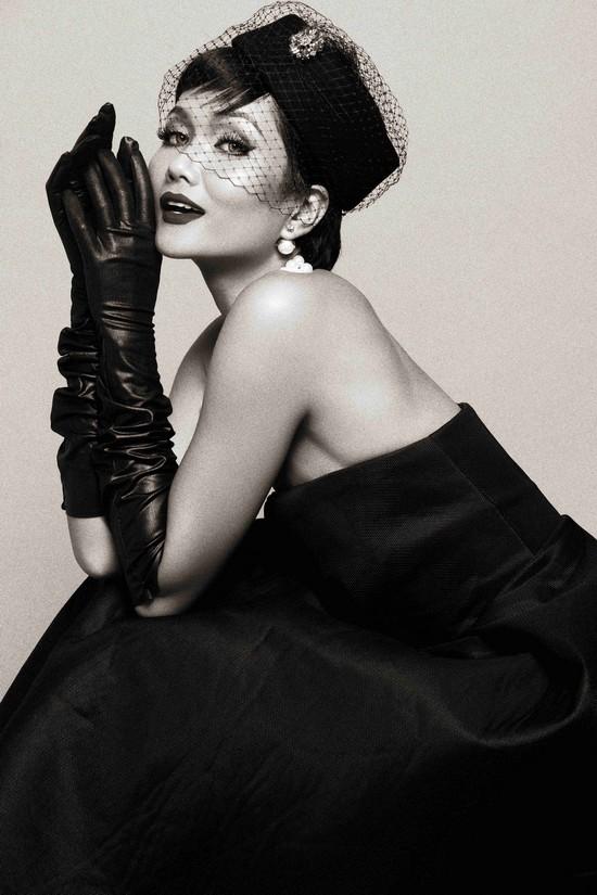 Khi HHen Niê theo phong cách Audrey Hepburn - Ảnh 4.